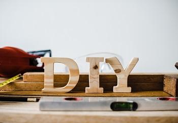 Künstliche Intelligenz und Do it Yourself- Holzskulpturen