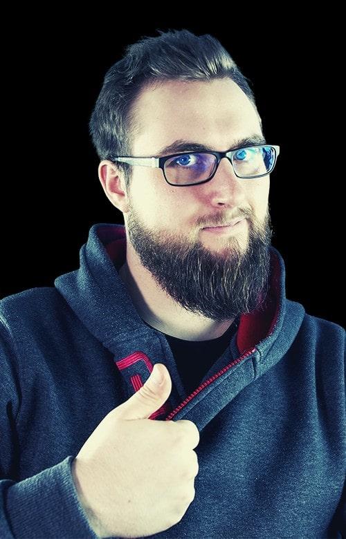 Cedric Mössner - Deutschlands bekanntester Hacker, Informatiker und Dozent-min
